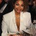 Janet Jackson választott tökéletesen a bőrtónusához passzoló fehér-árnyalatot.