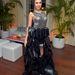 Szintén februárban a Vanity Fair naptárbemutatóján, itt már érződik, hogy ruháival szeretne a fotókra kerülni