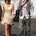 És végül a laza, hétköznapi David Beckham és sapkája, akivel megsétáltatta feleségét