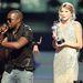 Ki rázza a suttyó Kanye West mögött?