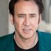 Nicholas Cage továbbra is hordja furcsa nyakláncait, és mintha állandóan fintorogna