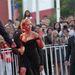 Scarlett Johansson integet