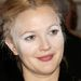 Drew Barrymore 2003 júliusában, a Charlie angyalai premierjén jelent meg így