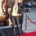 Tricia Helfer a Riddick premierjén vett részt az alábbi, majdnem köldökig kinyesett felsőben, egy elég látványos melloldalt villantva.