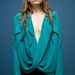 Ő itt Sarah Sutherland színésznő, aki ebben a csinos ruhában és csábos arckifejezéssel a 'Beneath The Harvest Sky című filmjét reklámozza
