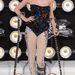 Jessie J 2011-ben érkezett mankóval az MTV VMA-re egy bokatörés miatt. Nem cicózott a segédeszközök elrejtésével.