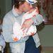 Jamie Oliver sztárszakácsnak négy gyermeke van, a legkisebb, Buddy Bear Maurice Oliver 2010-ben született. A képen épp a londoni kórházat hagyják el az újszülöttel.