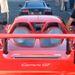A képen azzal a Porsche Carrerával látható, melyben alig fél órával később halálát lelte