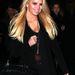 Jessica Simpson 1998-ban kezdett járni Nick Lachey énekessel és 2002 októberében házasodtak össze. Az énekesnő a szüzességét állítólag nászéjszakáján veszítette el