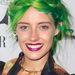 Chloe Norgaard modell több bemutatón és fotózáson is zölddel nyomult