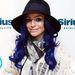 Cher Lloyd angol énekesnő mintha királykékre festett volna
