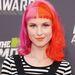 Hayley Williams, a Paramore énekesnője. Elsőre azt hittük, parókát visel, de nem