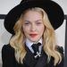 Madonna a New Yorkba költözése után a Dunkin' Donutsban dolgozott, de kirúgták, mert lekvárt fröcskölt egy vevőre