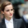 Emma Watson félmosollyal