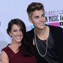 Justin Bieber pedig vélhetően ezt fogja énekelni dögös anyukájának, Patriciának: