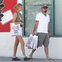 Leo és barátnője a nyaralás előtt vásárolt néhány lemezt