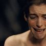 Anne Hathaway egyszerre vállalta be a fogyást és a hajnyírást is a Nyomorultak című film miatt. És igen, rá is rá kellett szólni azért, hogy  ne fogyjon tovább.