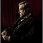 A  Lincoln című film forgatása alatt Daniel Day-Lewis az SMS-eket csak egy A betűvel írta alá. És ez nem minden,  A bal lábam című film forgatása előtt két hónapig egy agykárosodott betegnek létrehozott klinikán dolgozott, hiszen szerepe szerint ő is egy ilyen személyt alakított. Sőt, a forgatás alatt szinte ki sem szállt a tolószékből, és mindenkit a filmbéli nevén szólított.