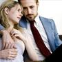 Michelle Williams és Ryan Gosling a  Kék Valentin című filmben egy házaspárt alakít, és hogy minél tökéletesebb legyen az alakításuk, egy hónapra összeköltöztek, és közös kasszán éltek.