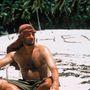 Szintén legendásnak számít Tom Hanks átalakulása is, amit a Számkivetett című filmért vállalt be. Persze  nem ez volt az egyetlen durva átalakulása, hiszen 1992-ben a Micsoda csapat (A League of Their Own) baseballedzőjeként közel 14 kilót híznia kellett, majd alig pár év múlva ezt le kellett adja a Philadelphia meleg AIDS-betegs dolgozójának szerepéért. Viszont most már vigyáznia kell, mivel tavaly 2-es típusú diabéteszt  diagnosztizáltak nála.