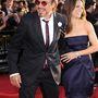 Itt a feleségével, Susan Downey-val látható, a második Vasember-film premierjén. Diszkréten jelzi neki, hogy menjenek már
