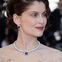 Laetitia Castával azt az ékszerrablást illusztráljuk, amelynek szerencsére ő maga nem esett áldozatául. Viszont Cannes-ban történt, egy ékszerkiállításon, és körülbelül 12 milliárd forintot ért a zsákmány, ami azóta sem került elő.