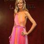 A legkurvásabb angol lady, Victoria Hervey rendszeresen visszajár Cannes-ba. Van, amikor jobban, van, amikor kevésbé mutatja meg a melleit - 2008-ban ezt az átmeneti, ruhán keresztül villantós megoldást választotta.
