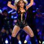 Beyoncé sajtósa egy csomó képet le akart tiltani a Super Bowlos fellépése után. Ezek a fotók akkor el is tűntek a képügynökségi oldalakról, de azóta visszaszivárogtak.