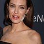 Angelina Jolie-n valami nagyon fura volt a Normal Heart premierjén, bár egyes találgatások szerint a kambozsai Új Évet ünnepelte meg így, aminek alapvető eleme a fehér por használata.