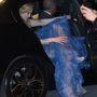 Így szállt ki a kocsiból, ha önben is felmerült már az a kérdés, hogy a hírességek hogy jutnak ki a taxiból ilyen cuccokban.