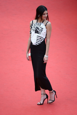 Sofia Coppola rendező, a fesztiválzsűri egyik tagja. Az ő hosszú lábaival búcsúzunk.