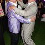 Ennél úgysem lesz jobb kép: a szintén locsolkodóöltönyös Sylvester Stallone nyugdíjastáncot lejtett Arnold Schwarzeneggerrel