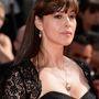 Monica Bellucci megmutatta, hogyan kell 49 évesen szép nagy dekoltázzsal parádézni, úgy,
