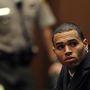 A dühkezelés negatív rekordere Chris Brown és az elvonó már többször is megpróbálkoztak egymással, egyelőre sikertelenül. Legutóbb tavasszal rúgták ki egy malibui intézményből, így mehet a böribe.