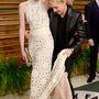 Portia De Rossit szerelme, Ellen Degeneres mentette meg saját gonosz ruhájától a 2014-es Vanity Fair Oscar Party vörös szőnyegén.