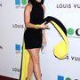 Katy Perry gondolatban most rúgja ki a stylistját, amiért ráadta ezt a fekete-sárga izét.