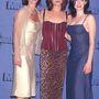 Courteney Cox, Neve Campbell és Rose McGowan 1997-ben, a hatodik MTV Movie Awards díjátadón