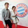 Szintén német, szintén bayernes: Thomas Müller és neje, Lisa egy tavalyi képen. Lisa Müller nem lehet alacsony, mivel férje is 186 centis.
