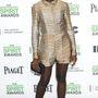 Íme a világ legszebb nőjének lábközpontú kinézete. Lupita Nyong'o márciusban Los Angelesben viselte ezt a szettet, amit nyilván egy űrbéli állat bőréből készítettek.