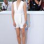 Berenice Bejo Cannesban villantott lábat, ebben a picit fura szabású, de kétségtelenül rövid darabban.
