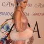 Rihanna emlékezetes ruhájának egyik emlékezetes pillanata.