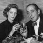 Bacall és Bogart közös képe egy párizsi koktélpartin, 1951-ből.