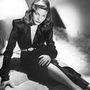 Bacall 1943-ban az ágyon.