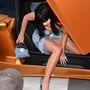 Igen, az előző képen Katy Perryt láthatták, aki nagyon igyekezett nemvillantani kocsiból kiszállás közben, és sikerült neki