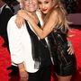 Ariana Grande a legmenőbb kísérőt, a nagymamáját vitte el a buliba