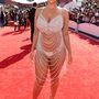 Amber Rose megpróbálta megidézni Rose McGowan emlékezetes, csíkokból álló ruháját, így sikerült