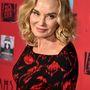 A 65 éves színésznő szerepelt már a sorozatban soha be nem futott hollywoodi színésznőként, sötét múltú apácaként és félgonosz boszokrányként.