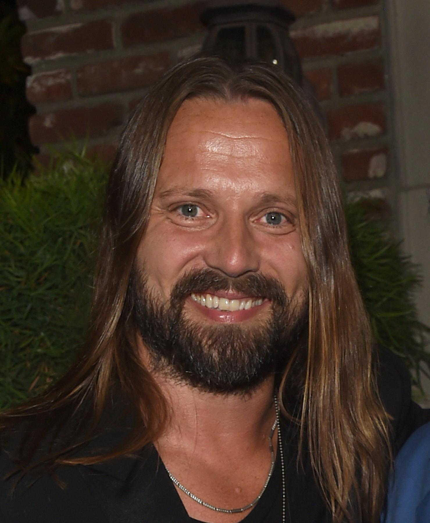 Ezzel a szintén 2017-es fotóval zárul ez a lapozgató, a végére elég szépen visszanőtt Martinnak a metálosan hosszú haja, nem?
