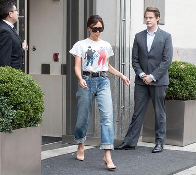 Victoria Beckham Depeche Mode-pólóban! Ezt is megértük.