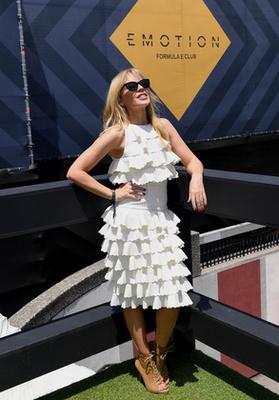 Minogue sajnos lebetegedett ezután a fellépése után, szóval egy kis szünetet kellett tartani az album promózásában.